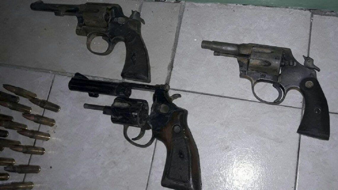 Algunas de las armas encontradas en Monte Hermoso