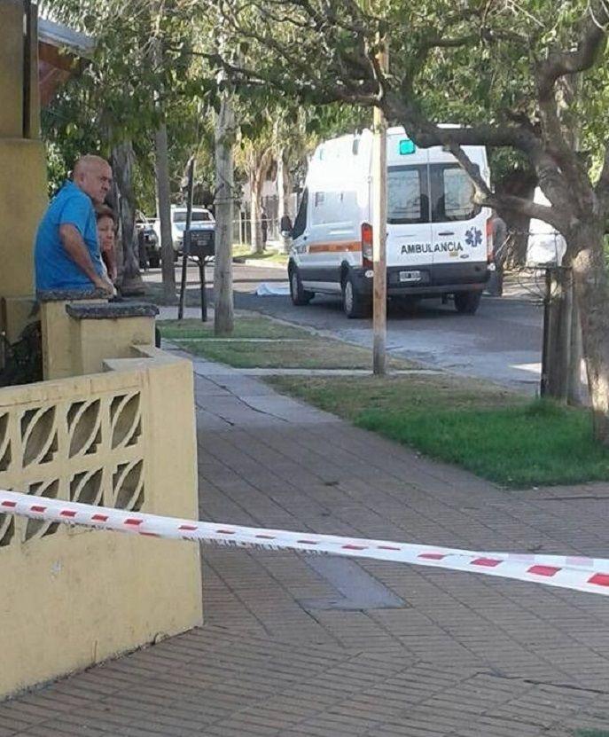 Los vecinos aseguraron que la ambulancia tardó una hora y media en llegar.