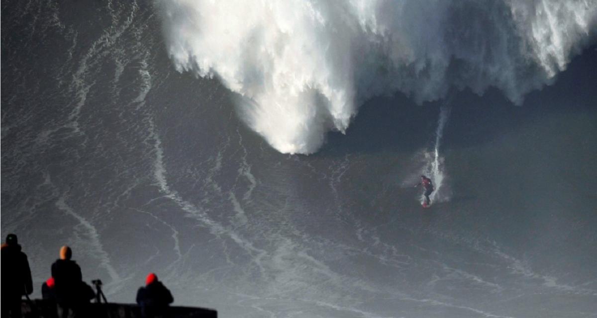 VIDEO: Un surfista logró dominar la ola más grande del mundo y podría entrar al Guinness