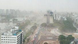 Entrá el auto y protegete de la lluvia: se viene la tormenta con granizo