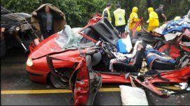 Totalmente destrozado quedó el vehículo aplastado