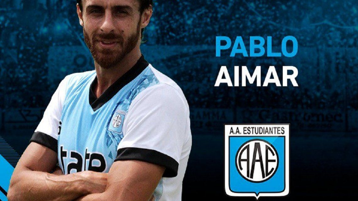 Pablo Aimar y el escudo de su Estudiantes de Río Cuarto
