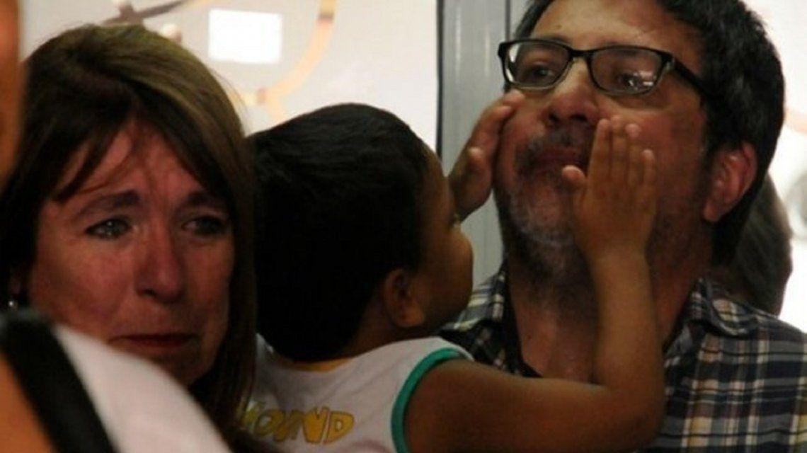 Sergio GigliottiyCristina Morlareclama la adopción de Kiki.