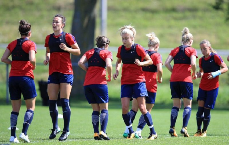 Escándalo en Inglaterra: los tuits ultra machistas del DT de la Selección de fútbol femenino