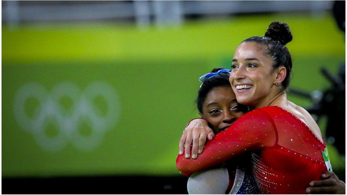 Biles y Raisman durante las olimpíadas de Río 2016