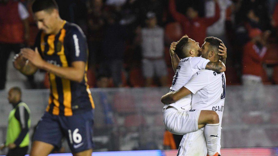 Emanuel Gigliotti celebra el gol del empate del Rojo de Avellaneda