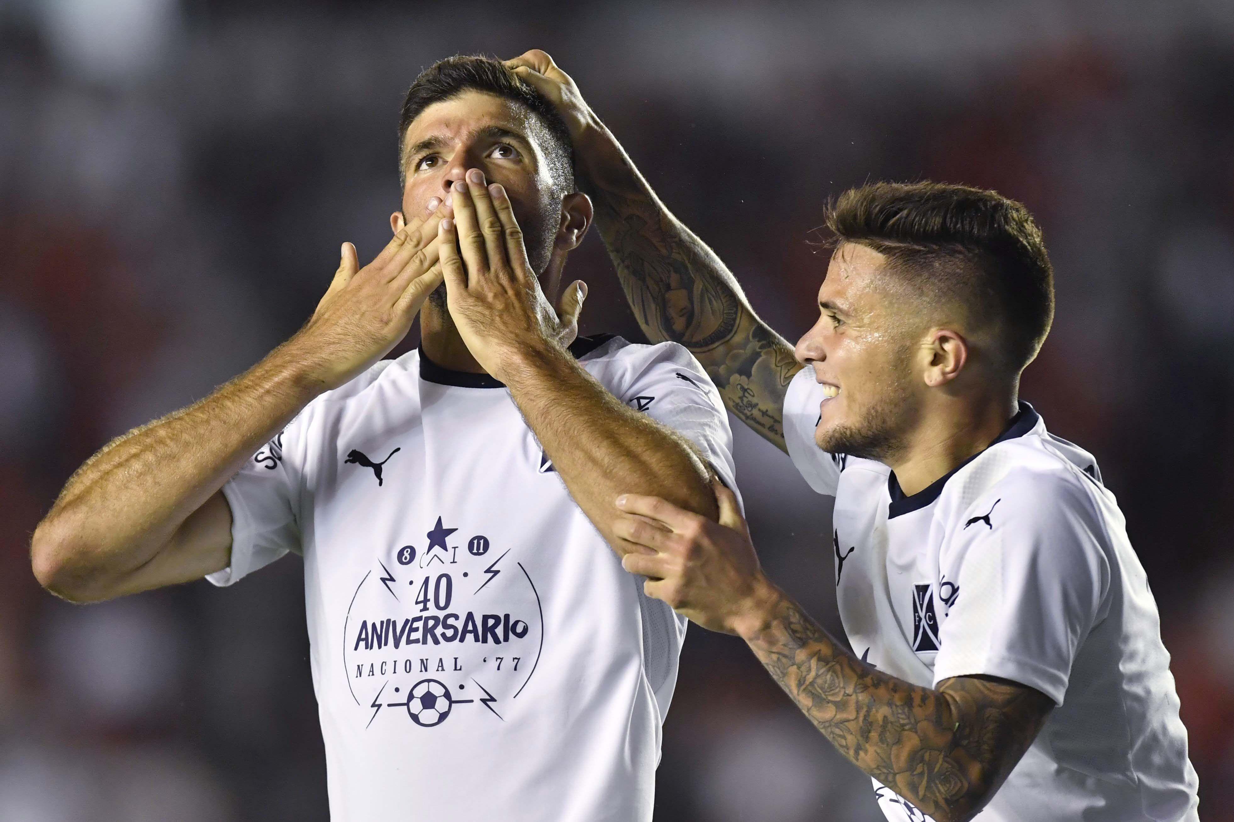 Gigliotti celebrando el gol del empate