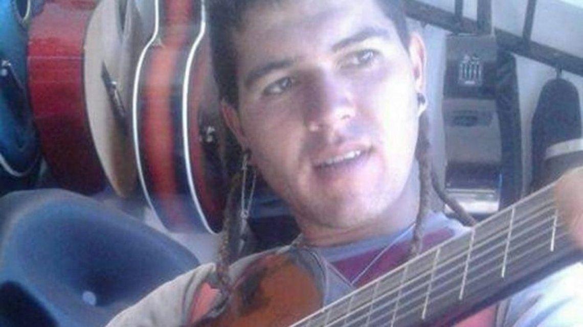 Cristian Aranda fue a un centro médico de Lima por un dolor dental y ahora se encuentra en estado delicado.