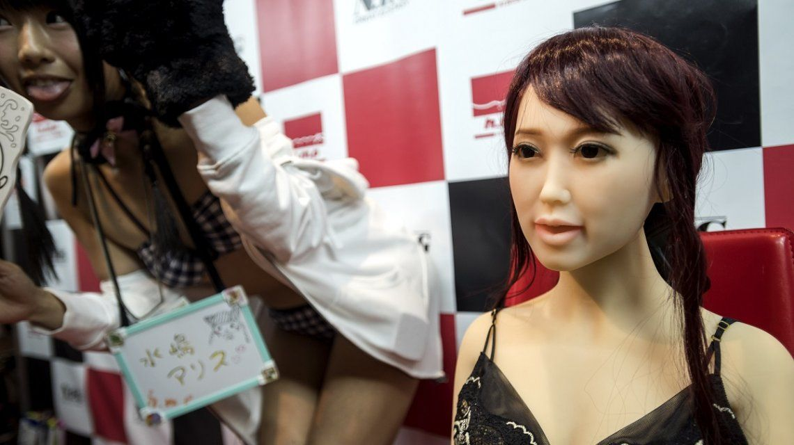 Muñeca sexual adulta en una convención en Japón