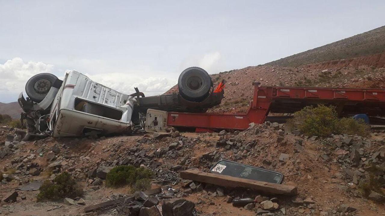 Así quedó el camión que transportaba el costoso telescopio