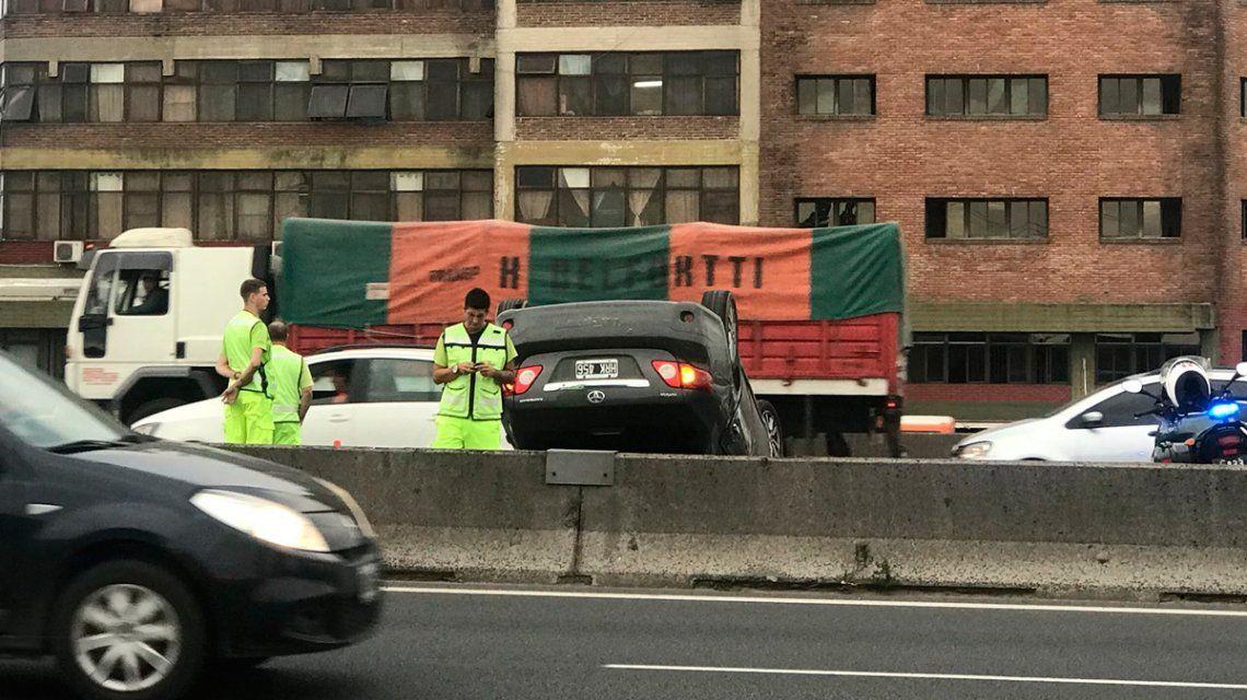 Dos autos y un camión chocaron en Panamericana