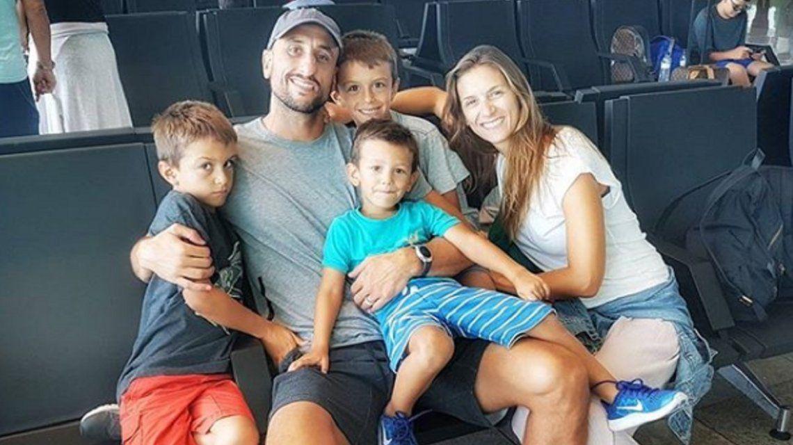 El bahiense junto a su mujer y sus tres hijos