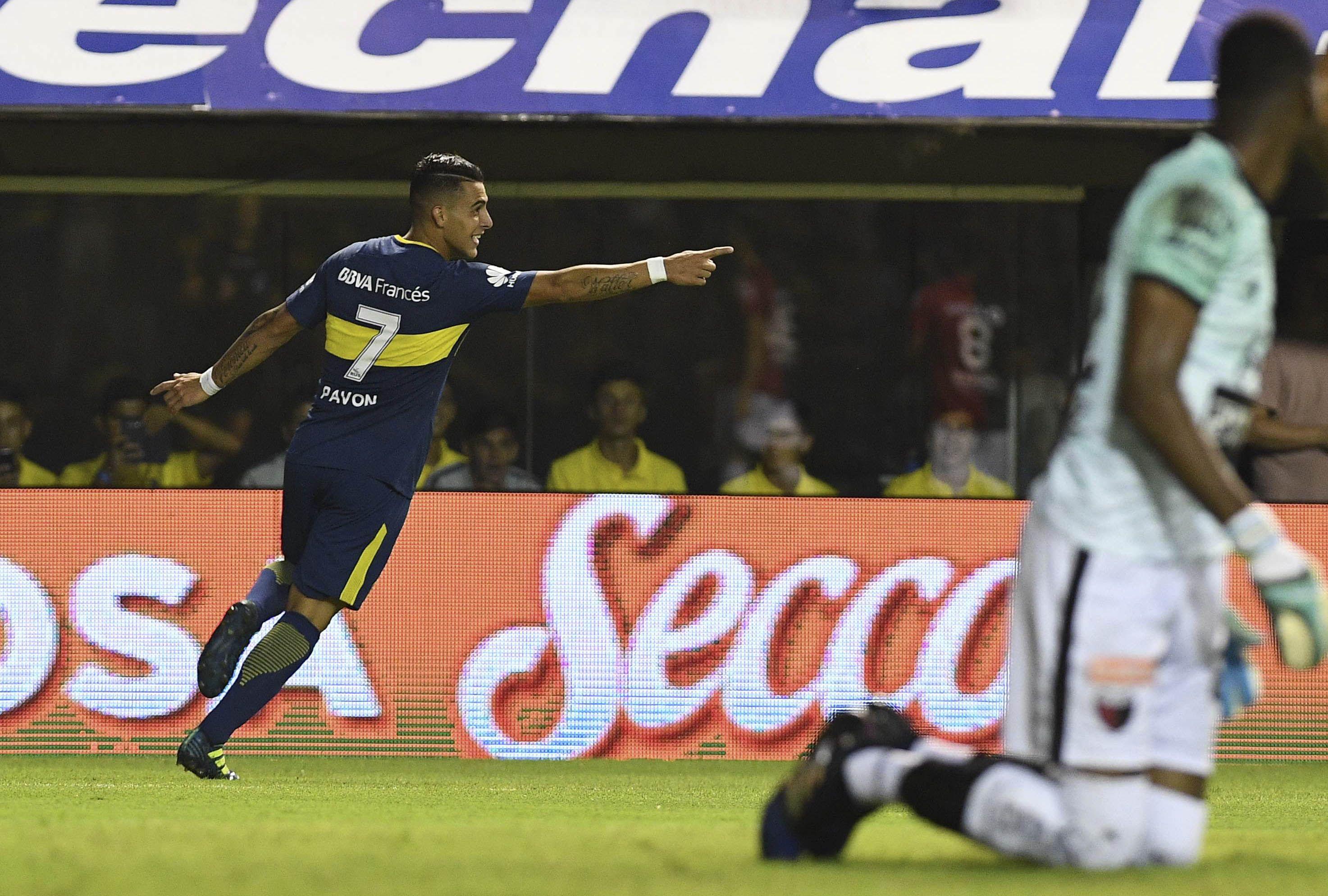 Gol de Pavón a Colón en la Bombonera