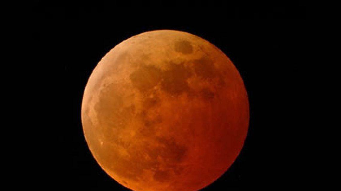 ¿Qué es y cómo te afectará la Superluna azul de sangre, el fenómeno que sorprenderá al mundo?