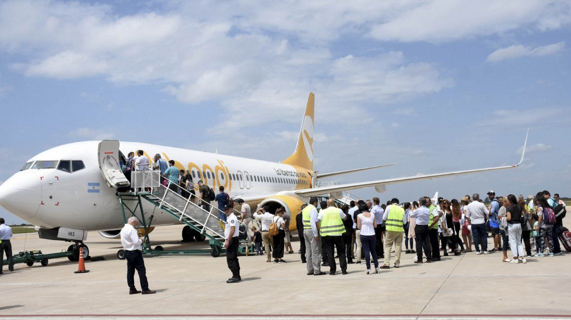 Nuevo problema con Flybondi: denuncian que dejó valijas varadas a mitad de camino para abaratar costos