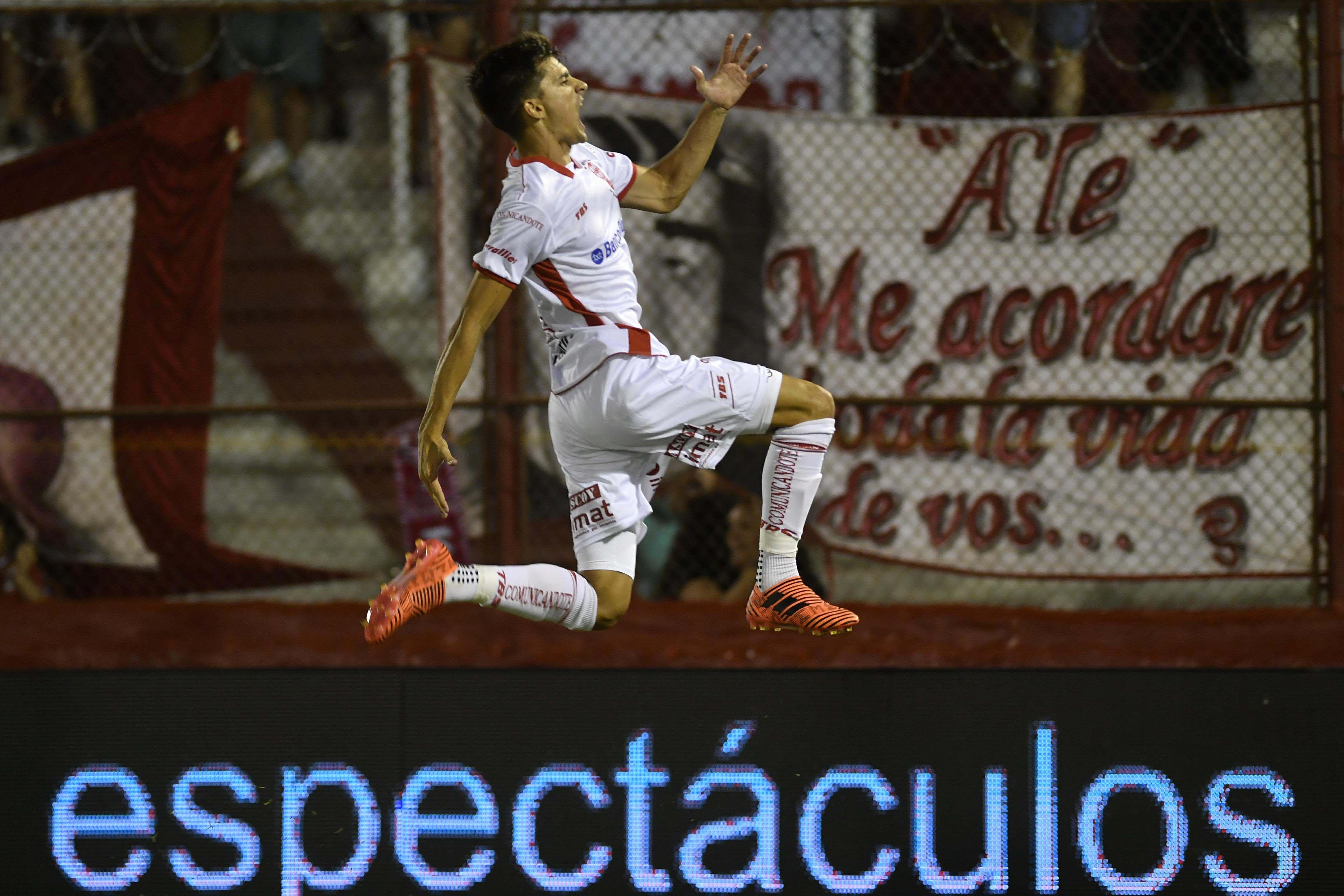 Ignacio Pussetto celebrando el gol de la victoria
