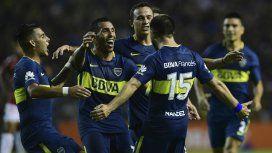 Tevez celebra el gol de Nández, el segundo del Xeneize ante Colón