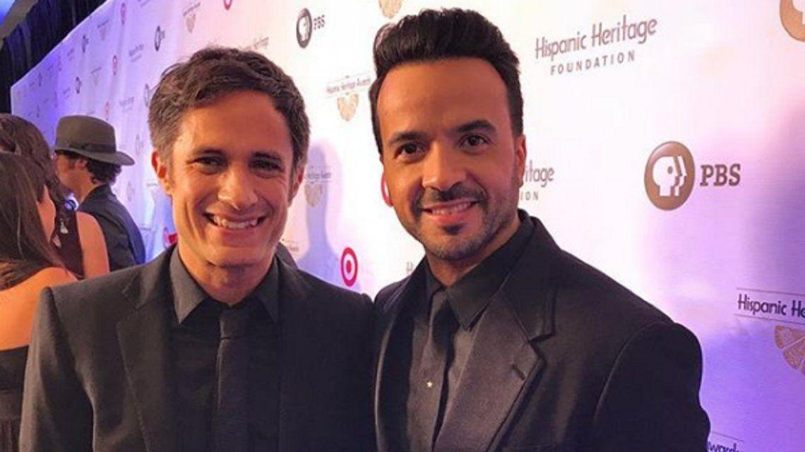 El reconocido actor junto al cantante Luis Fonsi
