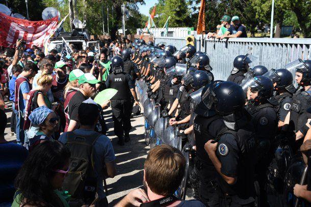 El gobierno militarizó el INTI tras los despidos<br>