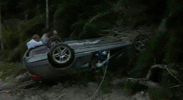 El auto estaba ubicado entre la vegetación, a unos 25 metros del asfalto.