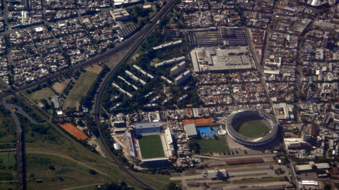 Toma aérea del estadio Libertadores de América de Independiente (izquierda) y del Cilindro de Avellaneda (derecha).