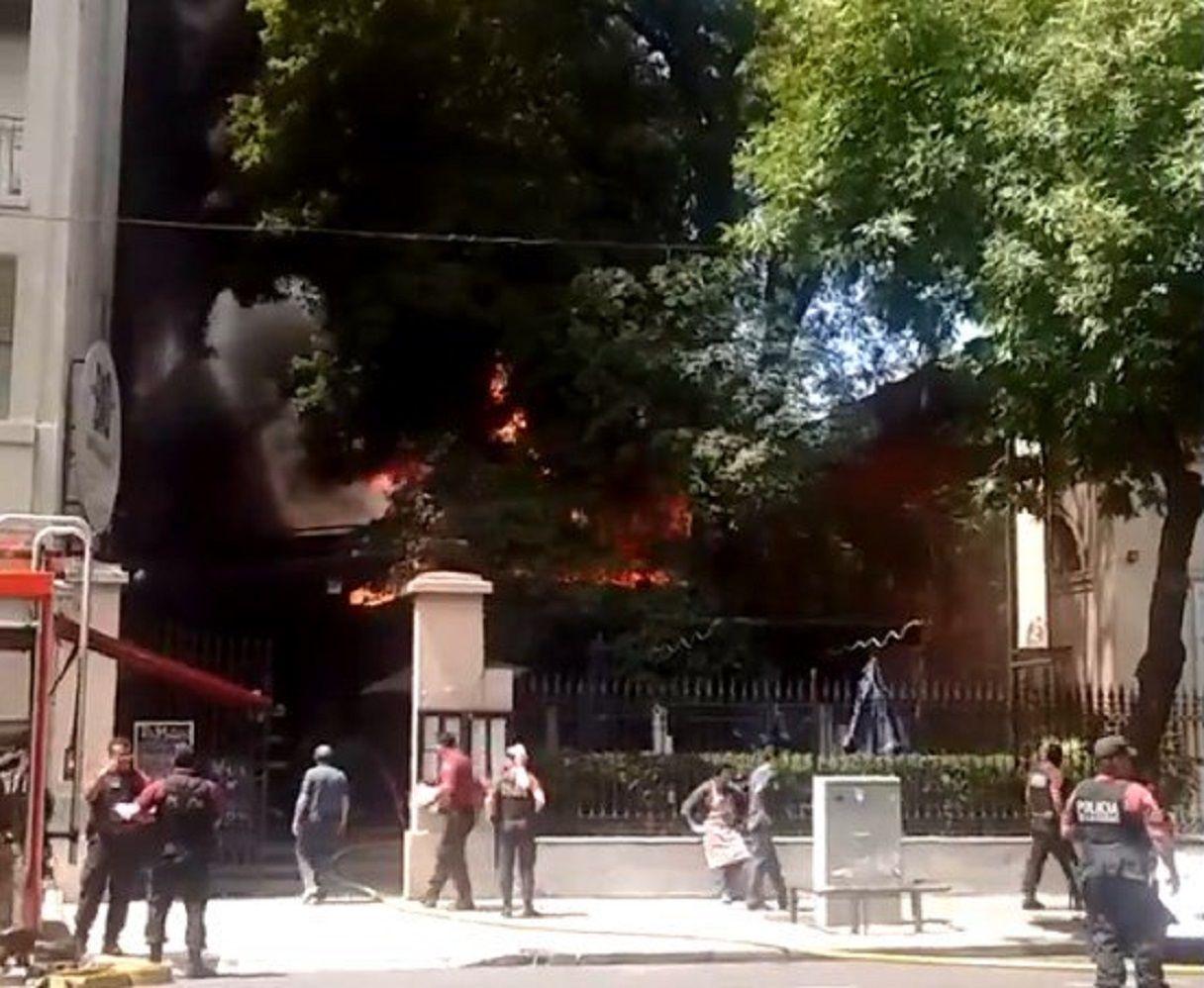 Incendio en las inmediaciones del Museo Histórico Sarmiento