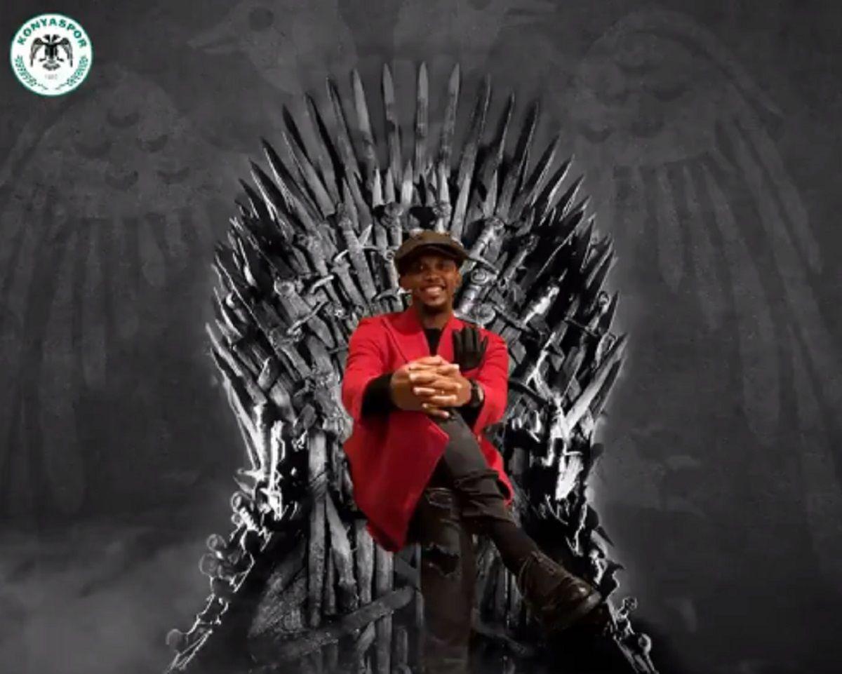 El camerunés sentado en el famoso trono