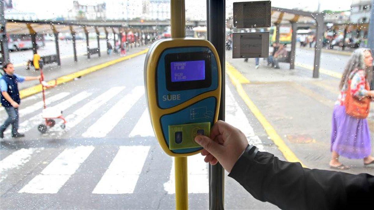 Febrero con aumentos: suben las tarifas de la luz, el transporte y las prepagas