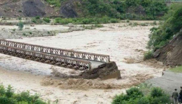 El agua se llevó un puente y el pueblo de Los Toldos en Salta quedó aislado