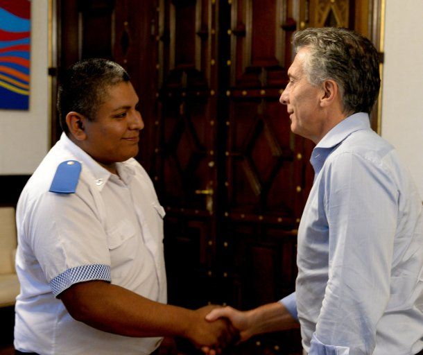<p>Mauricio Macri recibió a Luis Chocobar, investigado por un posible caso de gatillo fácil</p>