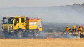 Así combaten el incendio los bomberos