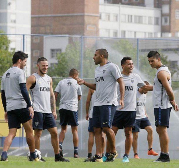 Tevez y Nandez en el entrenamiento de Boca - Crédito: Facebook Boca