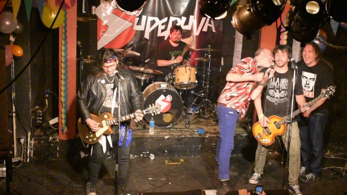 Asesinaron a puñaladas al baterista de la banda de punk Superuva tras un show en Quilmes