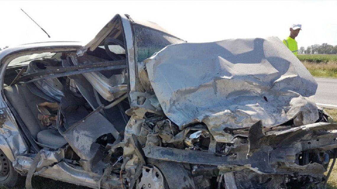 Terrible choque entre una camioneta y un auto en Junín: hay cinco muertos