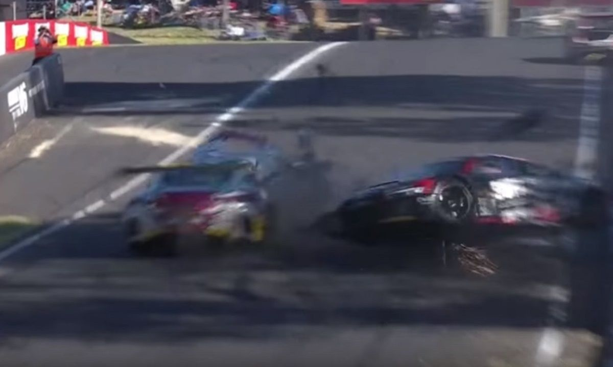 Brutal choque en las accidente choque 12 Horas de Bathurst