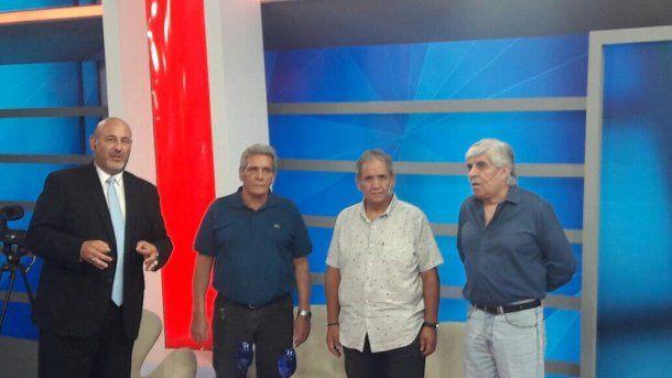 Sergio Palazzo, Carlos Acuña y Hugo Moyano con el periodista Santiago Cuneo