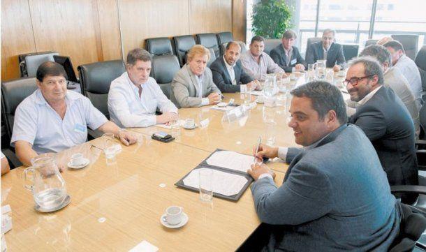 El Gobierno manifestó su intención de que las paritarias cierren en torno del 15% este año.