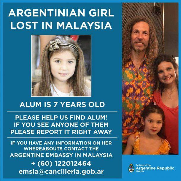 Cancillería pide ayuda para encontrar a la nena con una las fotos más recientes de Langone, Alum y Candela Gutiérrez.