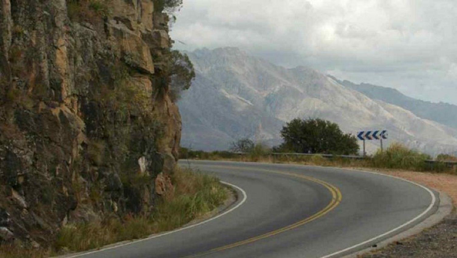 El colectivo volcóen el camino de las Altas Cumbres