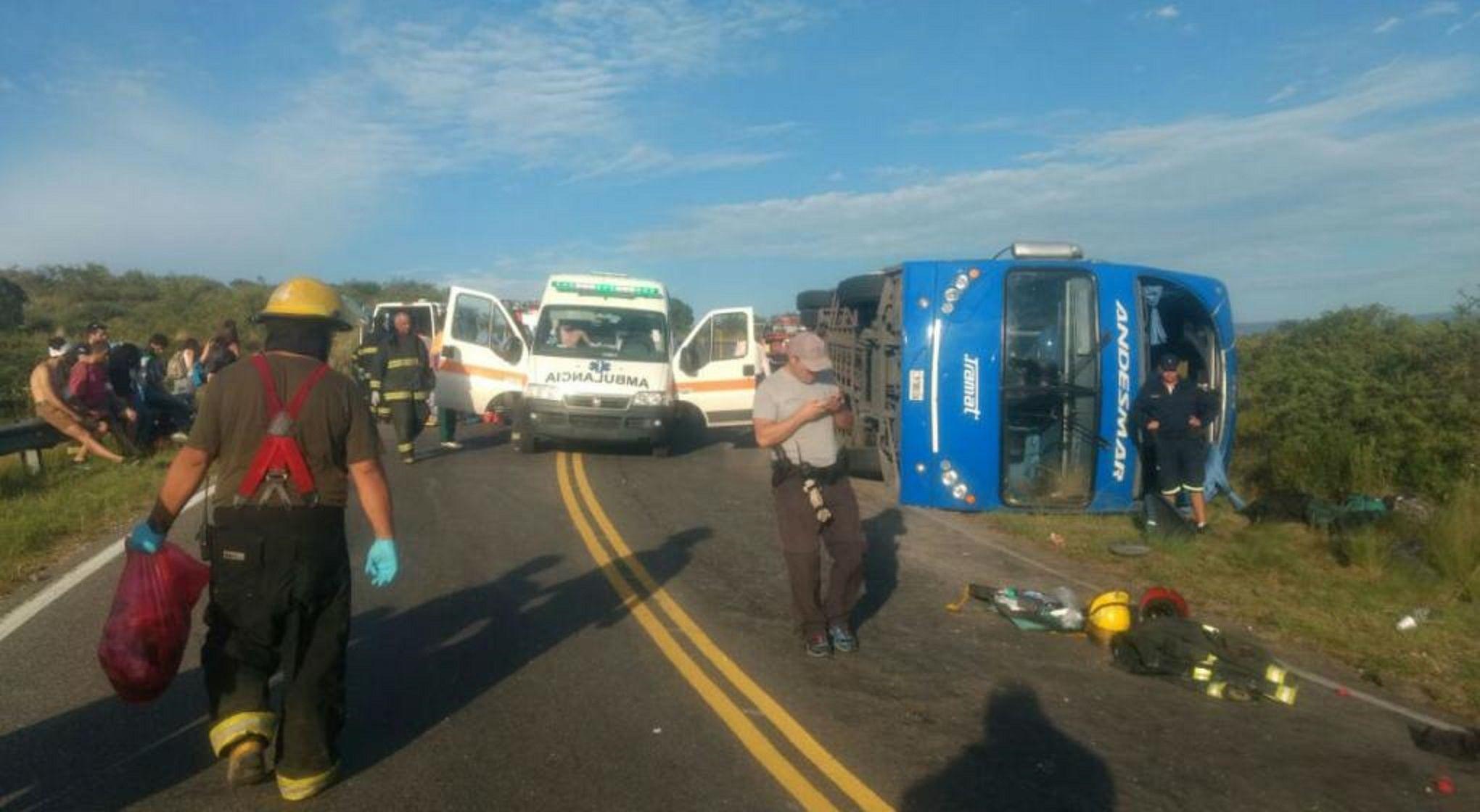 Volcó un colectivo que iba de Mendoza a Córdoba: hay 4 heridos graves