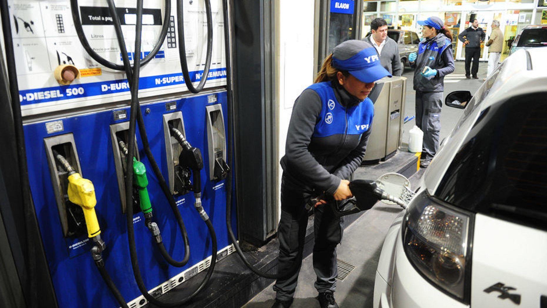 YPF vuelve a aumentar las naftas: es la segunda vez en 15 días