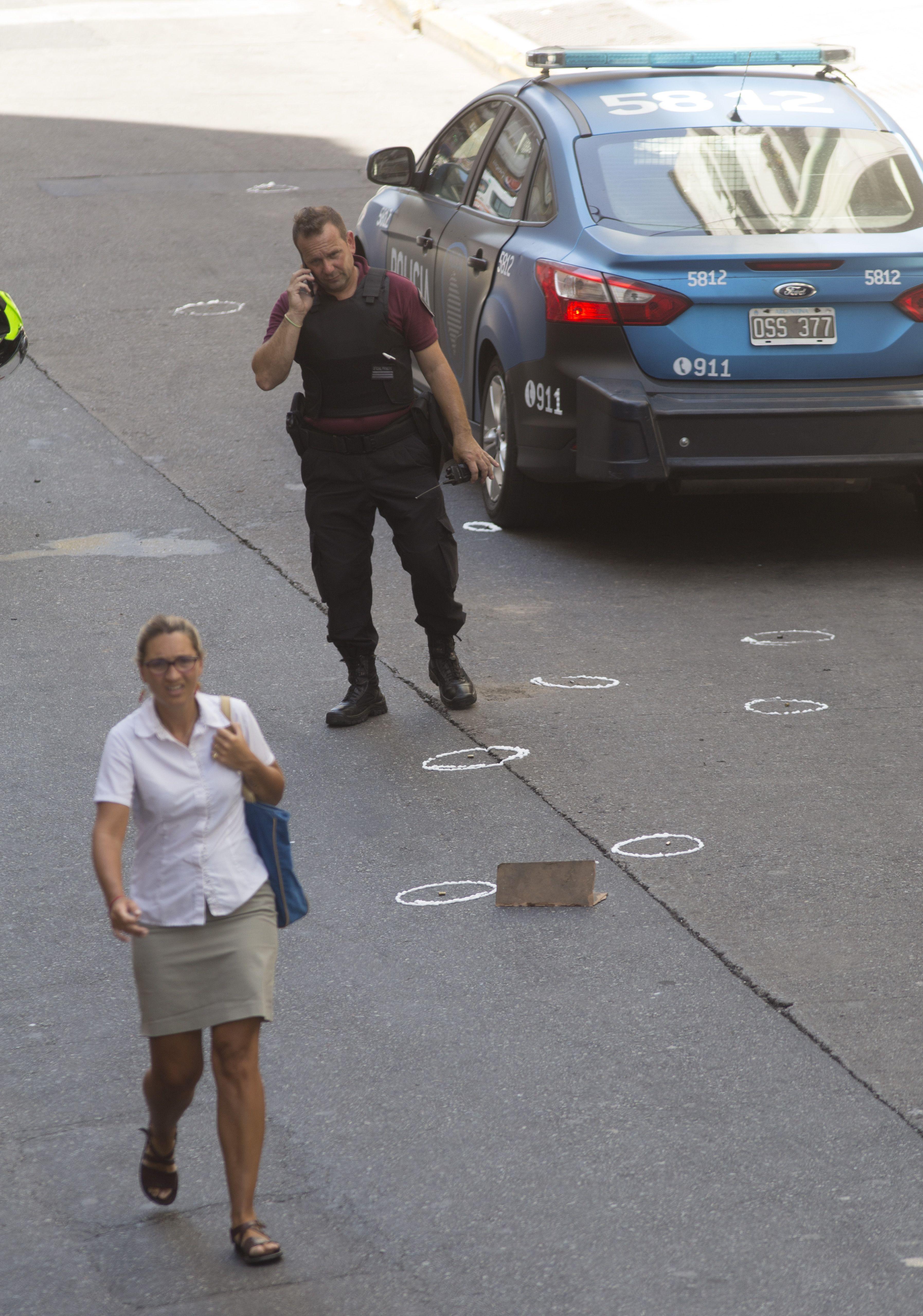 Las marcas de las casi 40 balas tras el tiroteo en el Microcentro