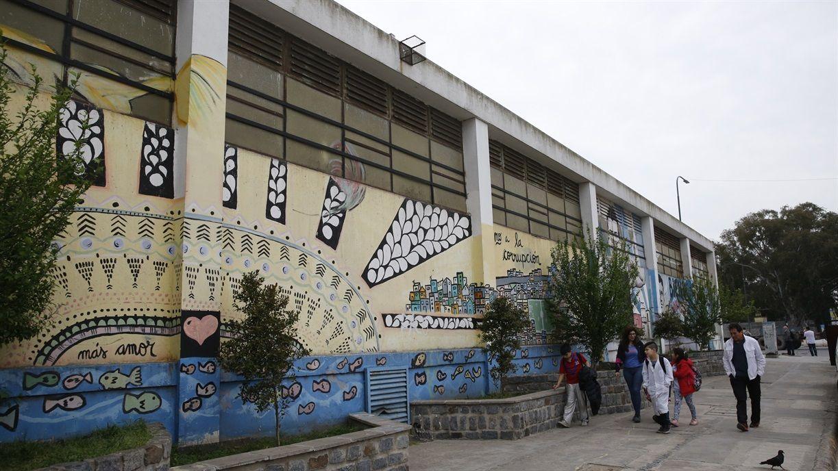 El edificio donde funcionan las escuelas