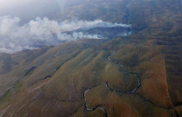 Así se ve desde el cielo, el incendio en La Candelaria.