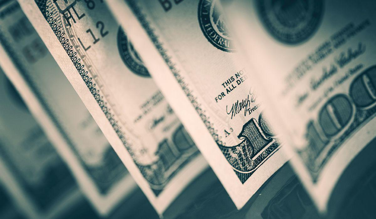 Tras el anuncio de Macri de la vuelta al FMI, el dólar cerró a casi $23