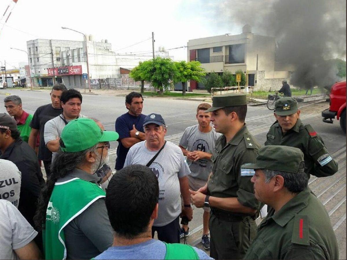 Cortes y reclamo en la puerta de la gobernación bonaerense por la reapertura de Fanazul