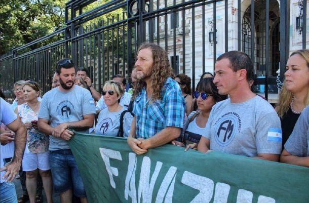 Reclamo en la gobernación de Buenos Aires por Fanazul - Crédito: @ateprensa