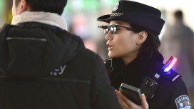 El futuro ya llegó: policías con lentes de reconocimiento facial para encontrar sospechosos