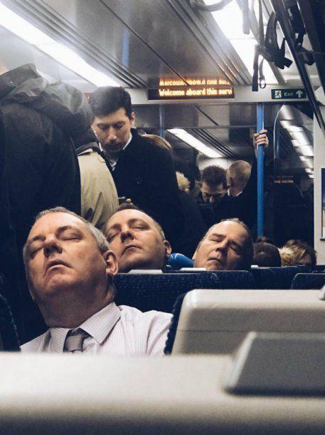 Tres pasajeros mimetizados en el transporte público