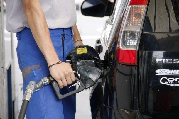 Cargar nafta es una pesadilla por los aumentos<br>